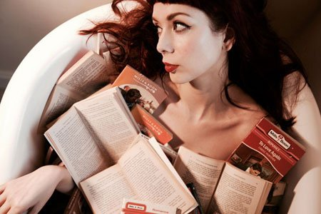 THE ANCHORESS UNVEILS NEW TRACK 'LONG YEAR' 2