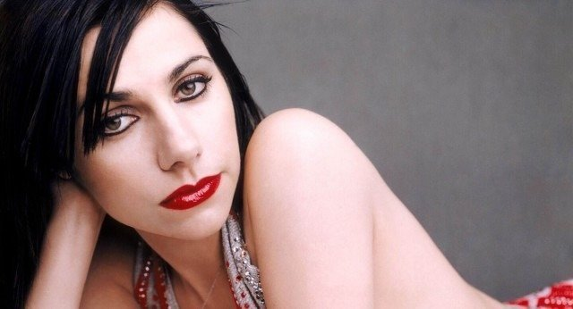 WATCH PJ HARVEY RECORD HER NEW ALBUM 2