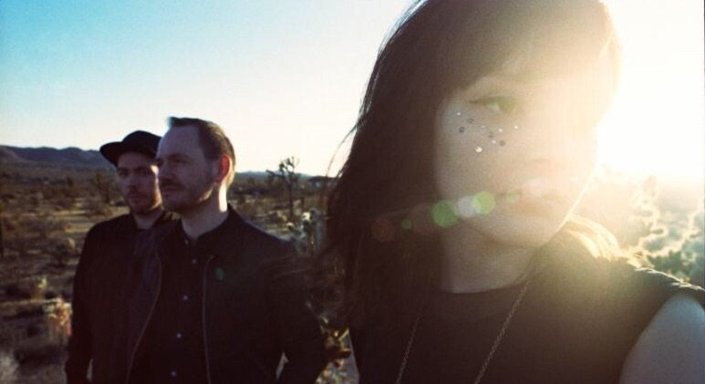 "CHVRCHES - SHARE VIDEO FOR ""LEAVE A TRACE"" 2"