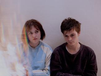 Glasgow's ELARA CALUNA sprinkle some 'Silver Dust' over Xmas: Debut single