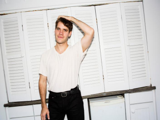 "PORCHES PREMIERES VIDEO FOR ""BE APART"""