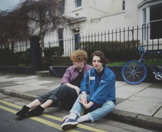 "Liverpool duo HER'S reveal debut single ""DOROTHY"" - Listen"