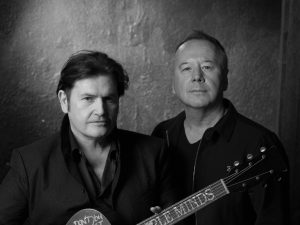 jim-kerr-charlie-burchill-simple-minds-acoustic-bw-c-caroline-international-2016