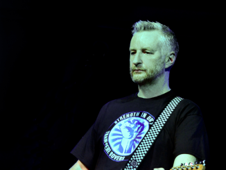 BILLY BRAGG Announces 'Bridges Not Walls' Solo Tour