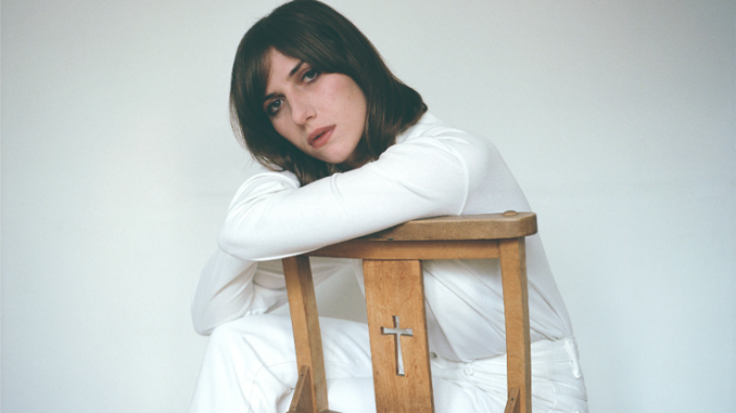 ALDOUS HARDING - Reveals Video For Single 'Blend' & Autumn UK tour