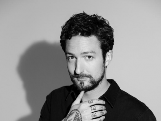 FRANK TURNER - Announces career retrospective album 'Songbook' for November 1