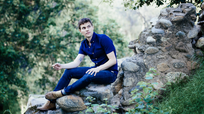 """EXCLUSIVE PREMIERE: Singer-songwriter Craig Paddock Shares Music Video for """"Old and Grey"""""""