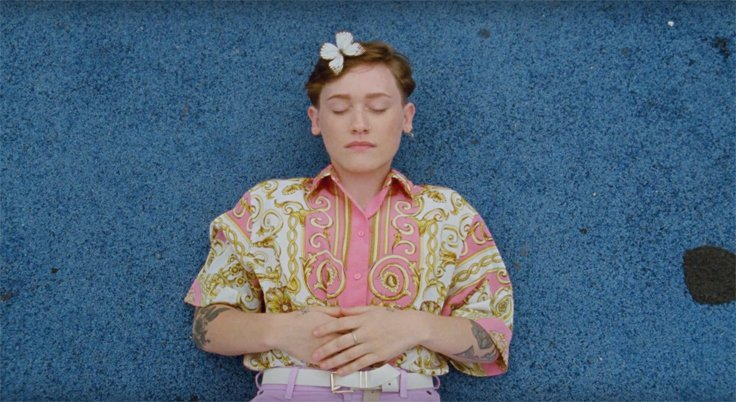 SOAK premieres video for new single 'Everybody Loves You' - Watch Now