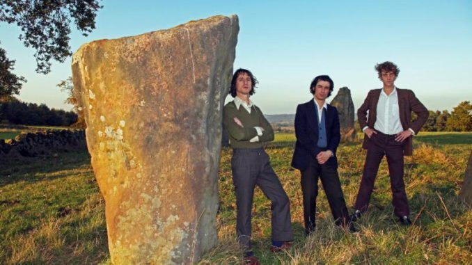 "FAT WHITE FAMILY Return with their third album Serfs Up! and share first track, ""Feet"""