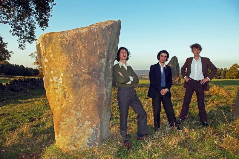 """FAT WHITE FAMILY Return with their third album Serfs Up! and share first track, """"Feet"""""""