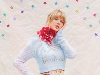 TAYLOR SWIFT surpasses 1 million albums in China in first week