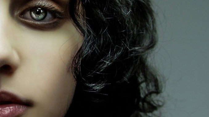 VIDEO PREMIERE: Eda Green - 'I Hate Me Too' - Watch Now