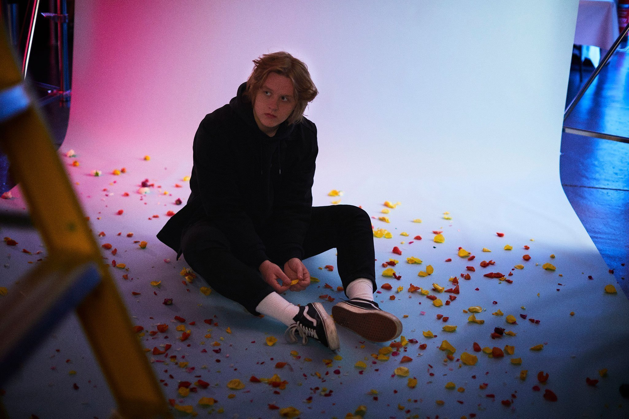 LEWIS CAPALDI Releases New Single 'Bruises' as part of new EP - Listen Now