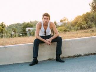 MILES KANE releases sun-soaked video for new single 'Blame It On The Summertime'...