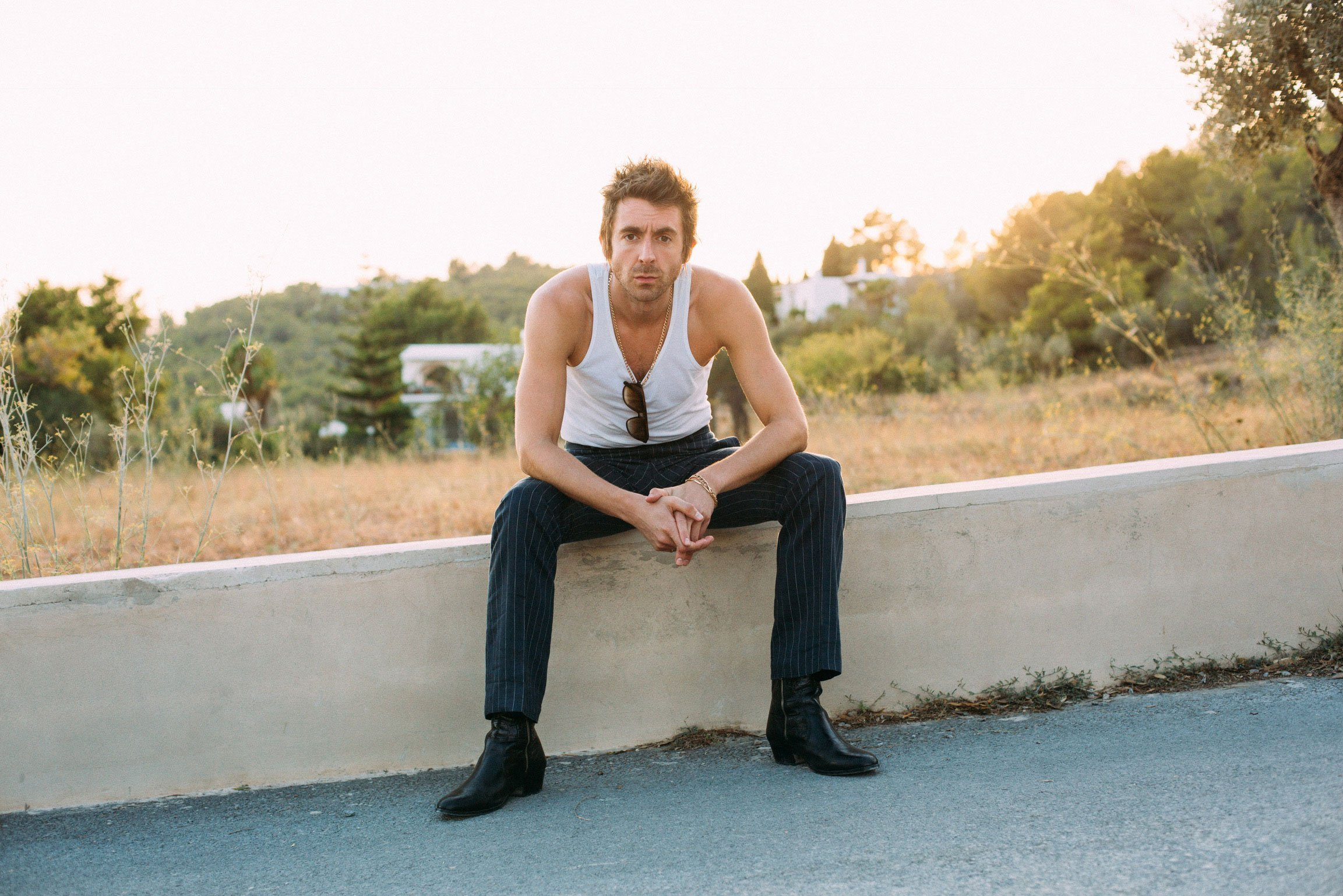 MILES KANE releases new single 'Blame It On The Summertime' & announces intimate UK October tour