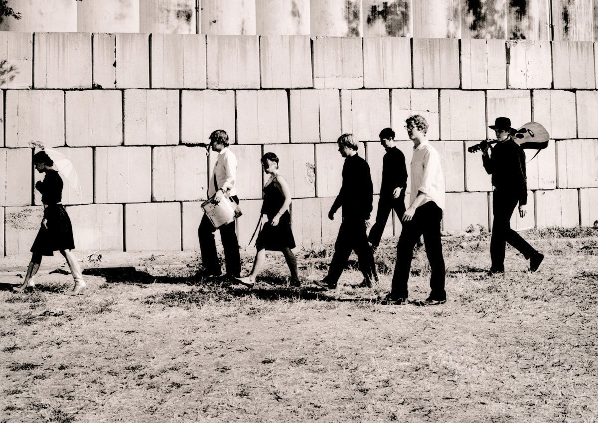 """ARCADE FIRE to re-issue their debut single 'Neighborhood #1 (Tunnels)' on 7"""" vinyl 2"""