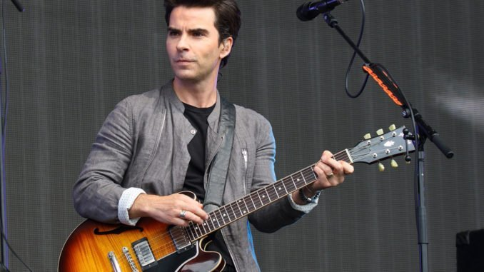 Kelly Jones likes that STEREOPHONICS aren't fashionable