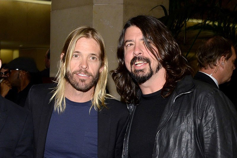 Taylor-Hawkins-Dave-Grohl