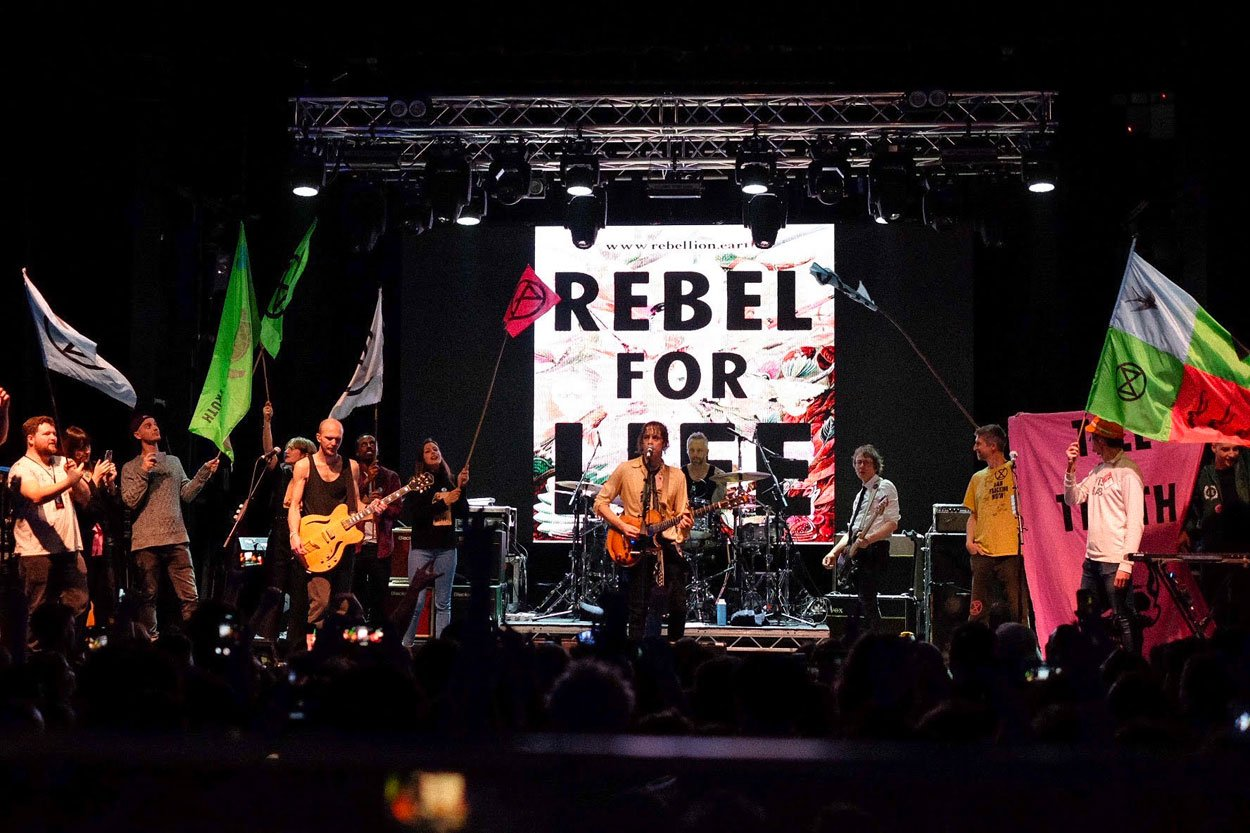 RAZORLIGHT were joined onstage by members of EXTINCTION REBELLION at final show of UK tour