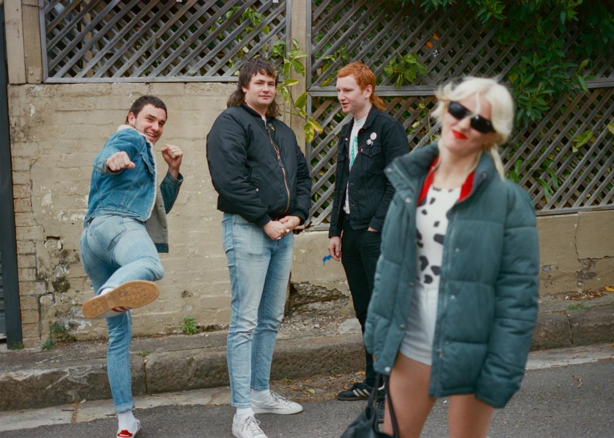 AMYL AND THE SNIFFERS Announce North American Spring Tour, Including Coachella