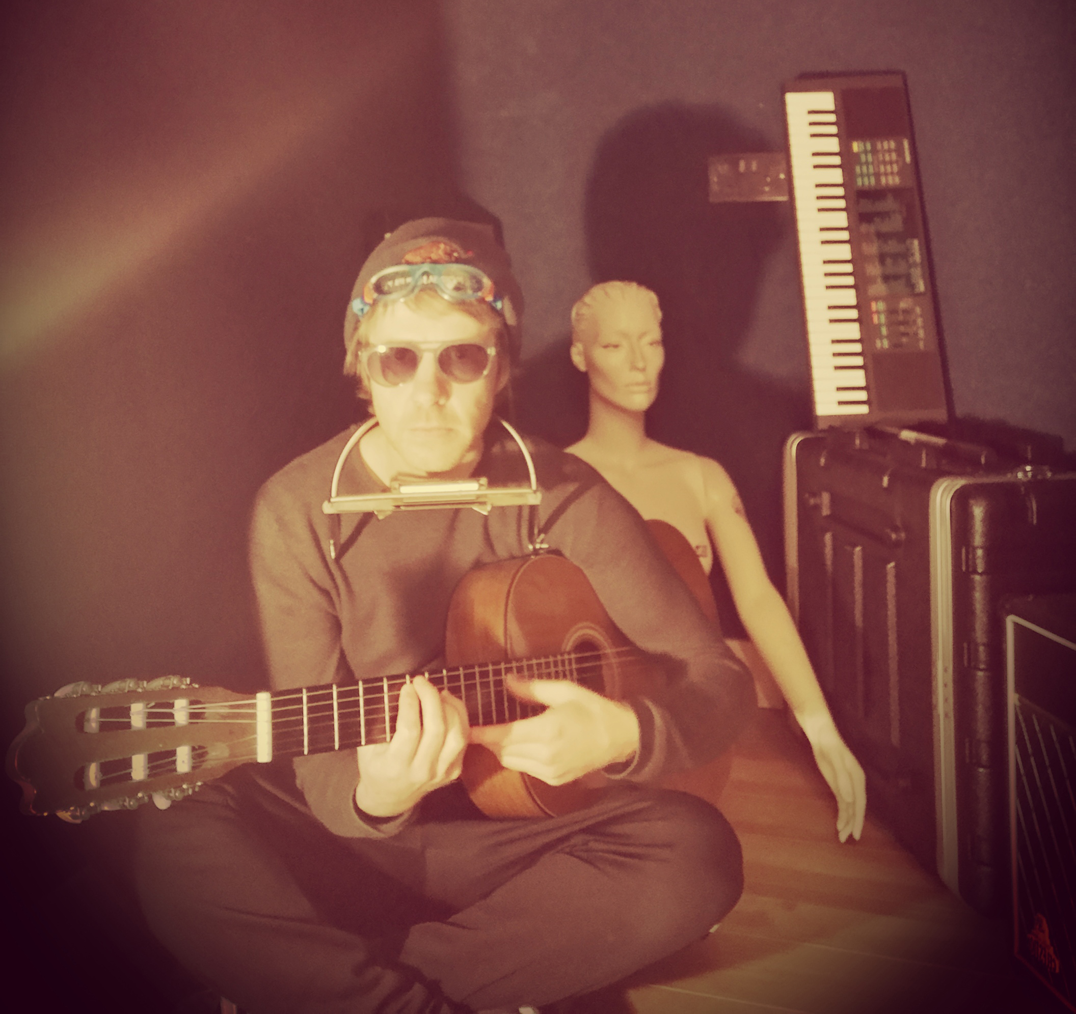 """INTERVIEW: """"I Finally Consider Myself A Songwriter Now"""" says Malojian's STEVIE SCULLION on the release of Humm"""
