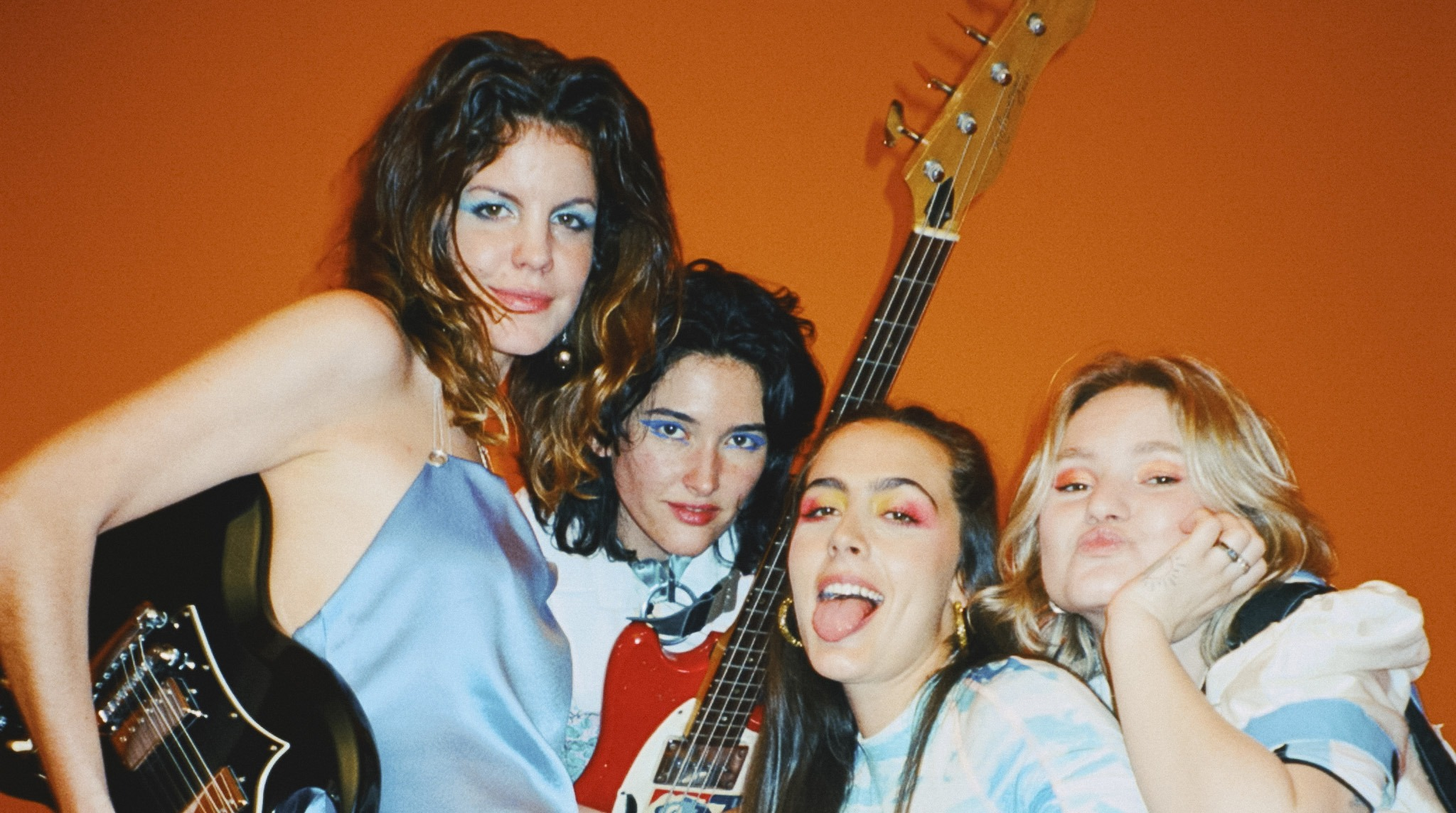 HINDS share their new single 'Just Like Kids (Miau)' - Watch Video 2