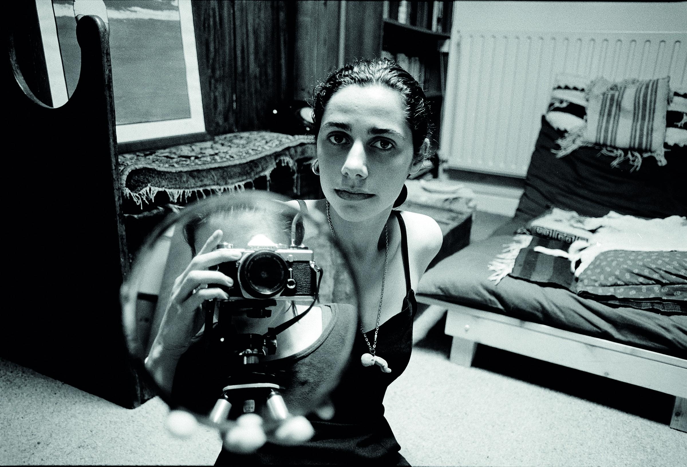 PJ HARVEY to reissue entire back catalogue on vinyl - Hear 'Sheela-Na-Gig' Demo Now 1