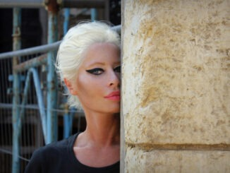 WENDY JAMES announces rescheduled tour for April 2021