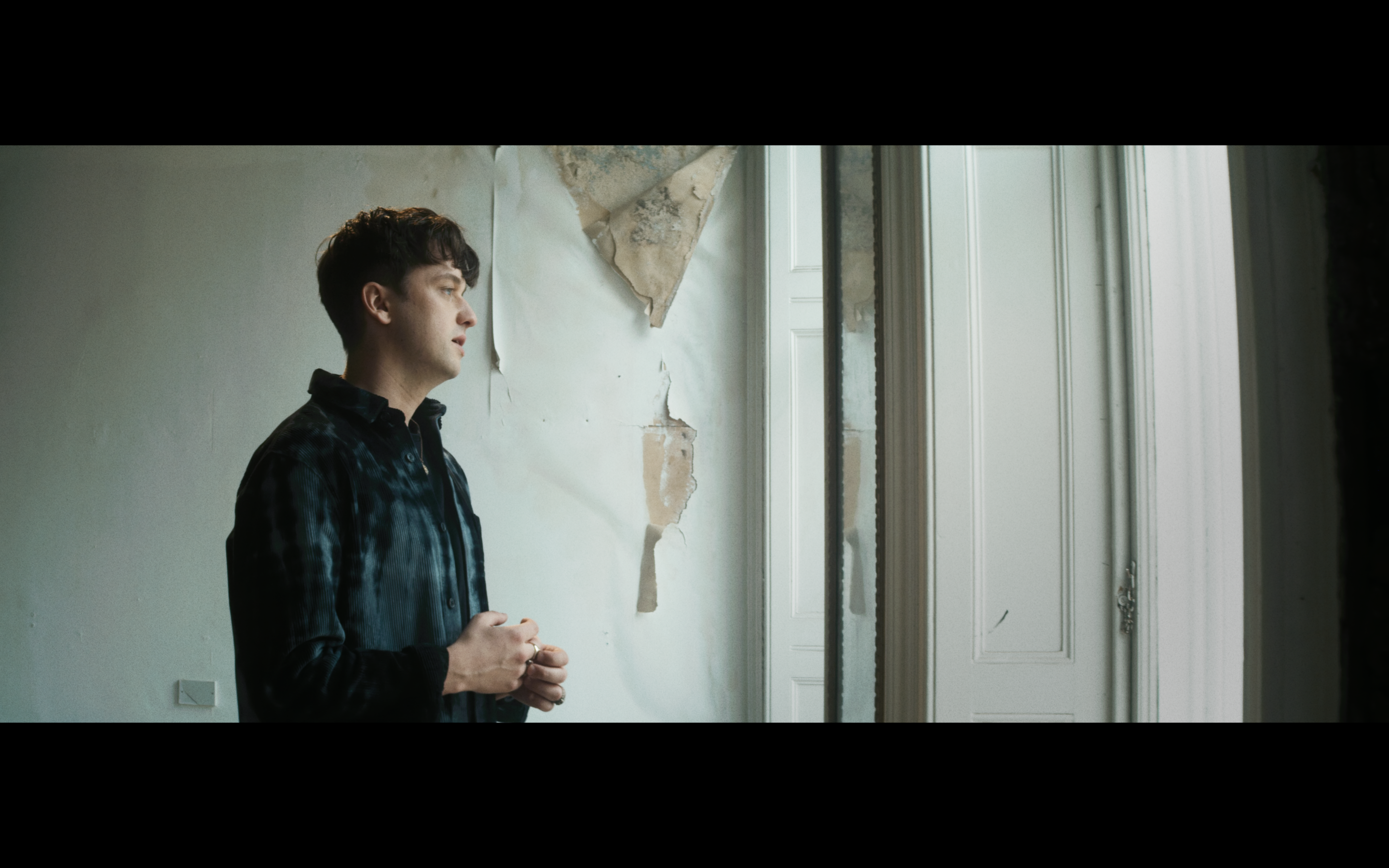 FLYNN shares video for new single 'B-Side' - Watch Now