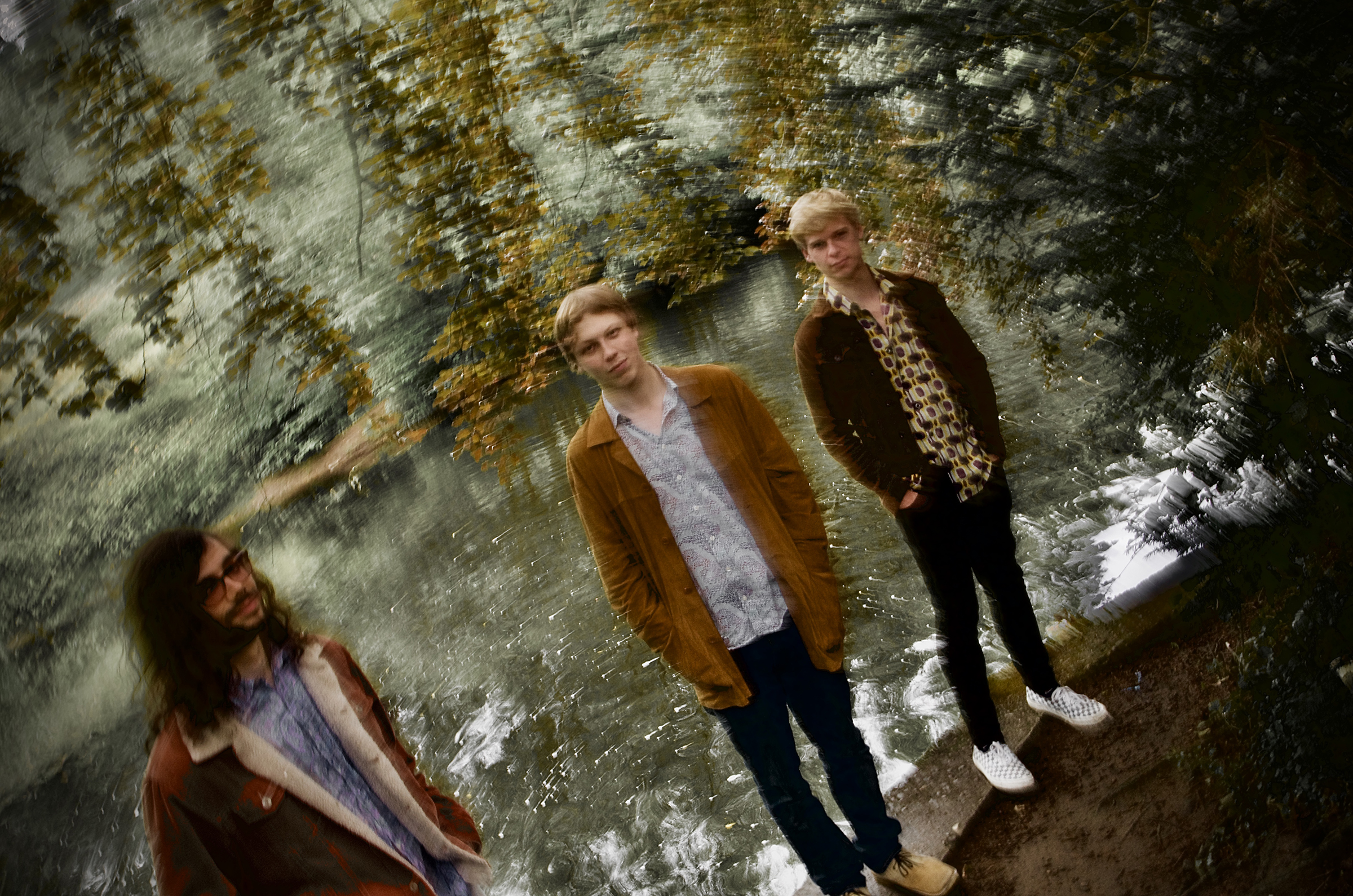 Leeds trio THE CALLS release their FALL INSIDE AGAIN EP on 20th November 1