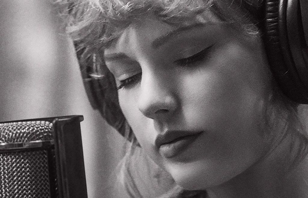 """TAYLOR SWIFT'S """"folklore: the long pond studio sessions"""" to premiere exclusively on Disney+ on 25th November 2"""