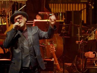 Legendary British vocalist PAUL CARRACK to stream special festive concert this Christmas Eve