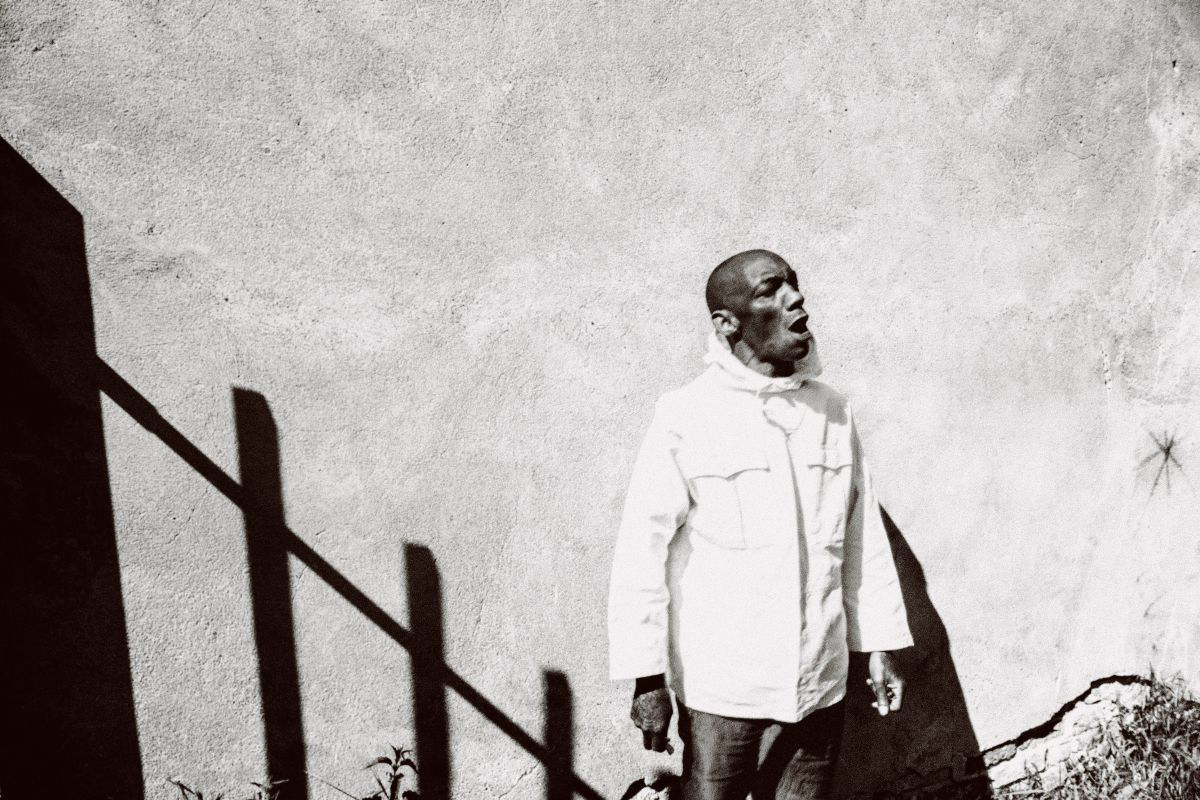 """TRICKY announces new """"Fall To Pieces"""" remix EP with trentemøller remix of """"Like A Stone"""""""