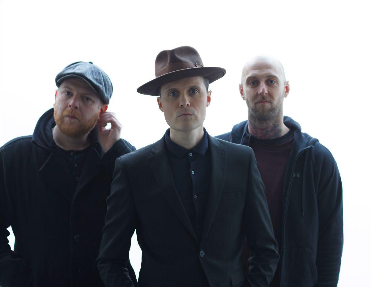 THE FRATELLIS release new single 'Half Drunk Under A Full Moon' - Listen Now! 1