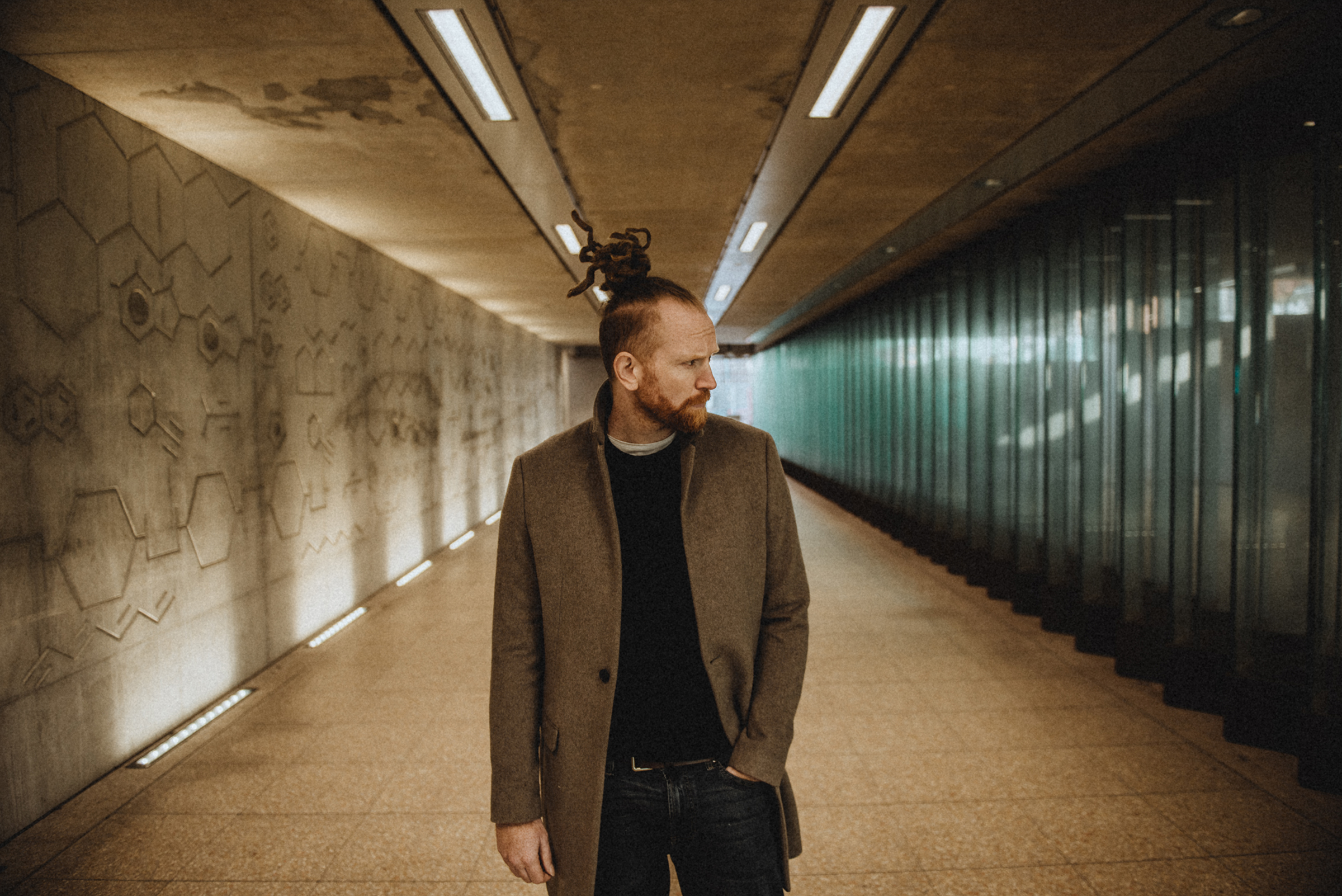 NEWTON FAULKNER announces new album INTERFERENCE (OF LIGHT) will be released on 20 August 1